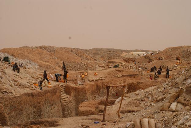 موعد جلسة للحكم على 50 منقبا عن الذهب بازويرات
