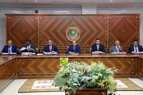 مجلس الوزراء في اجتماعه الأسبوعي وترقب لقرارات